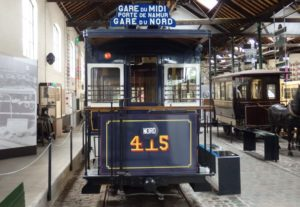 Motrice 415 sur le service Midi - Nord par porte de Namur